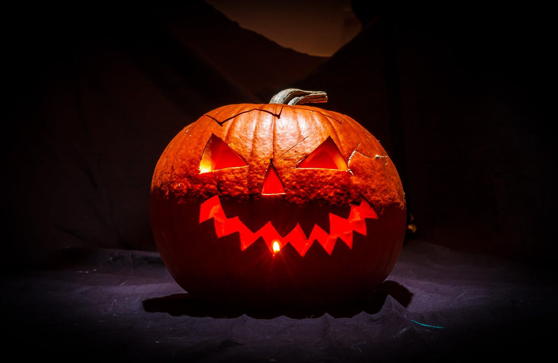 1_leuchtender-kuerbis-halloween