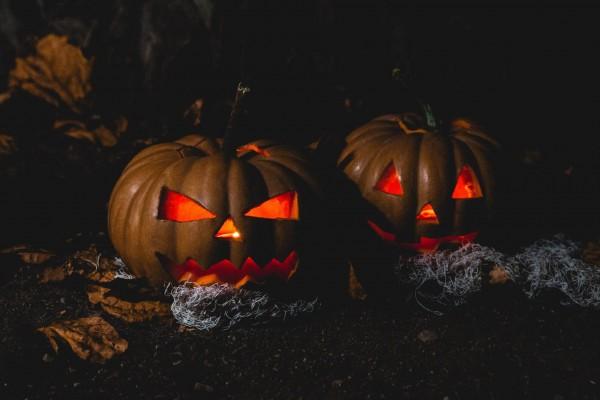 8_halloween-grusel-kuerbisse-dunkel